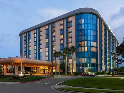 Hotel Embassy Suites Airport South San Francisco 9881//.jpg