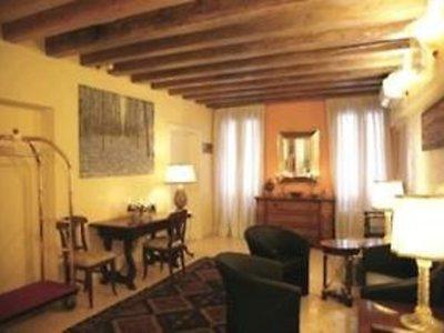 Hotel Antigo Trovatore 9881//.jpg