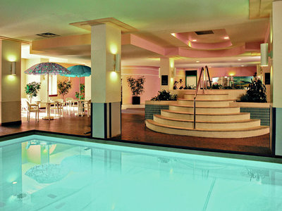 Hotel Coast Edmonton Plaza Hotel 9881//.jpg